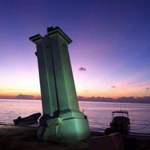 Puerto Morelos Faro Inclinado